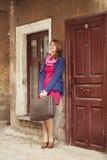 Портрет красивой девушки на улице.  Фото в st года сбора винограда Стоковые Фотографии RF