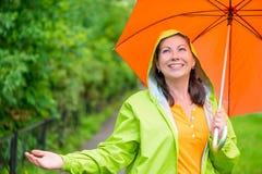 Портрет красивой девушки с зонтиком Стоковые Фотографии RF