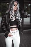 Портрет красивой девушки с здоровыми длинными волосами внешними Стоковые Изображения
