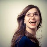 Портрет красивой девушки с длинними волосами и голубым свитером Стоковые Фотографии RF