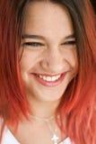 Портрет красивой девушки с красными волосами и шикарной улыбкой Стоковое фото RF