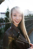 Портрет красивой девушки с яркой губной помадой Стоковое Изображение RF