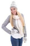Портрет красивой женщины в одеждах зимы изолированных на белизне Стоковое Изображение RF