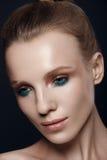 Портрет красивой женщины в студии Стоковые Изображения