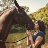 Портрет красивой женщины с лошадью Стоковая Фотография RF