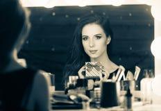 Портрет красивой женщины с подарочной коробкой Стоковые Фото