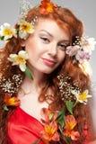 Портрет красивой женщины с цветками весны стоковое изображение rf