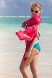 Портрет красивой кавказской предназначенной для подростков девушки на морском побережье Стоковое Изображение RF