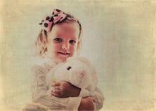 Портрет красивой маленькой девочки в винтажном стиле Изображение Стоковое Фото