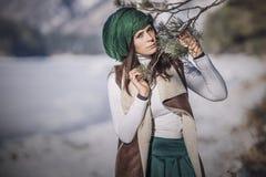 Портрет красивой модной молодой женщины в зиме с a Стоковое Изображение RF
