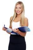 Портрет красивой молодой девушки студента держа тетрадь Стоковые Фотографии RF