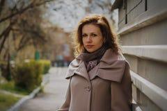 Портрет красивой молодой женщины Стоковое Фото