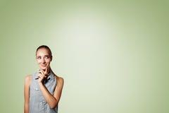 Портрет красивой молодой заботливой белокурой женщины Стоковые Изображения RF