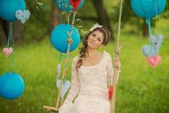 Портрет красивой невесты в белой свадьбе Стоковые Фотографии RF