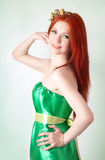Портрет красивой рыжеволосой девушки с цветками в волосах Стоковая Фотография RF