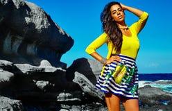 Портрет красивой сексуальной кавказской горячей модели девушки брюнет Стоковое фото RF