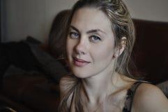 Портрет красивой счастливой женщины Стоковое Изображение RF