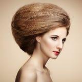 Портрет красивой чувственной женщины с элегантным стилем причёсок Стоковые Фотографии RF