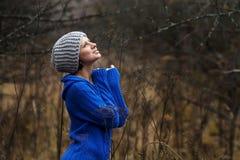 Портрет красивые женщины outdoors стоковые фото