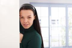Портрет красивый усмехаться девушки Стоковое Изображение RF