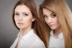 Портрет 2 красивый photomodels Стоковое Изображение