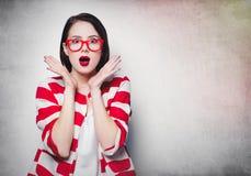 Портрет красивыми женщины удивленной детенышами Стоковое Изображение RF
