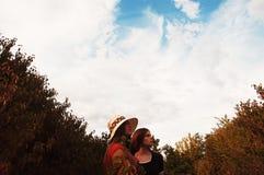 Портрет красивых маленьких девочек одел в ornoe и красном длинном Стоковые Фото