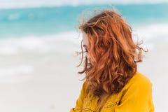 Портрет красного с волосами кавказского девочка-подростка Стоковые Изображения RF