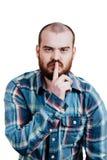 Портрет красно-бородатое, лысеющее мужское зверского B изолированный белизной стоковое изображение rf