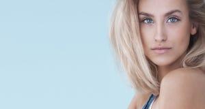 Портрет красотки белокурой девушки Стоковая Фотография RF