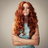 Портрет красотки. Курчавые волосы Стоковое фото RF
