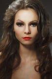 Портрет красотки молодой женщины брюнет Стоковые Изображения RF