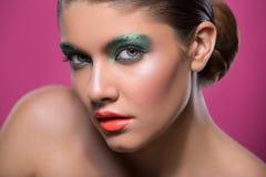 Портрет красоты девушки с ярким составом Стоковая Фотография