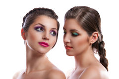 Портрет красоты конца-вверх 2 красивых молодых женщин Стоковое Изображение