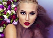 Портрет красоты крупного плана белокурой женщины Стоковые Фото