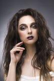 Портрет красоты молодой женщины с составом авангарда Стоковое Фото