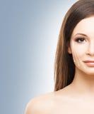 Портрет красоты молодой и здоровой женщины с стрелками стоковое фото