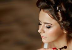 Портрет красоты молодой и привлекательной женщины Стоковое Изображение