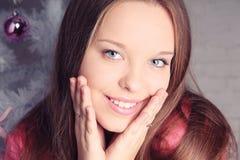 Портрет Кристмас красивейшей девушки Стоковое Фото