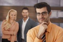 Портрет крупного плана усмехаясь бизнесмена стоковое изображение rf