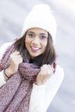 Портрет крупного плана красивой женщины, стиля зимы стоковая фотография