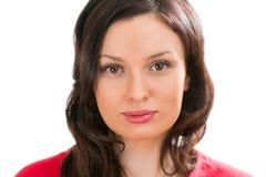 Портрет крупного плана очаровательной женщины смотря камеру Стоковое Фото