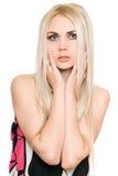 Портрет крупного плана симпатичной молодой блондинкы изолировано стоковое фото rf