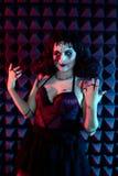 Портрет крупного плана страшной странной девушки при зашитый рот закрытым Стоковые Фотографии RF