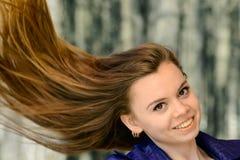 Портрет крупного плана чувственный красивой девушки outdoors Стоковая Фотография