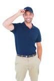 Портрет крышки счастливого работника доставляющего покупки на дом нося Стоковая Фотография