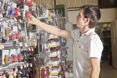 Портрет клиента в магазине супермаркета магазина бытового устройства Стоковые Изображения