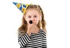 Портрет маленькой девочки дуя в воздуходувке партии Стоковые Изображения