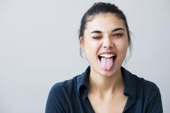 Портрет маленькой девочки показывая ее язык Стоковые Фото