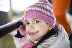 Портрет маленькой девочки с шерстяными крышкой и курткой Стоковая Фотография RF